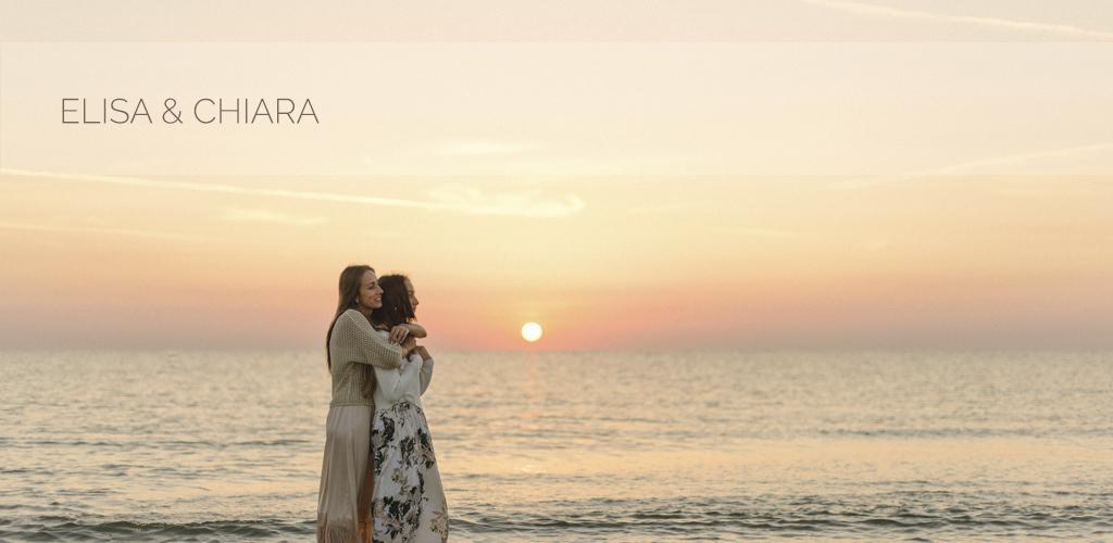 Elisa & Chiara, servizio fotografico sorelle in spiaggia all'alba