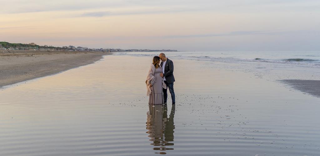 Servizio fotografico Maternità in Studio e in spiaggia al tramonto