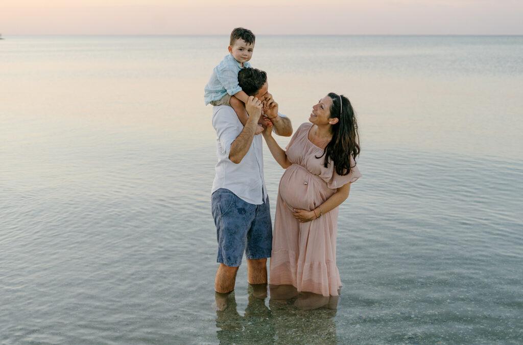 servizio fotografico maternità sulla spiaggia